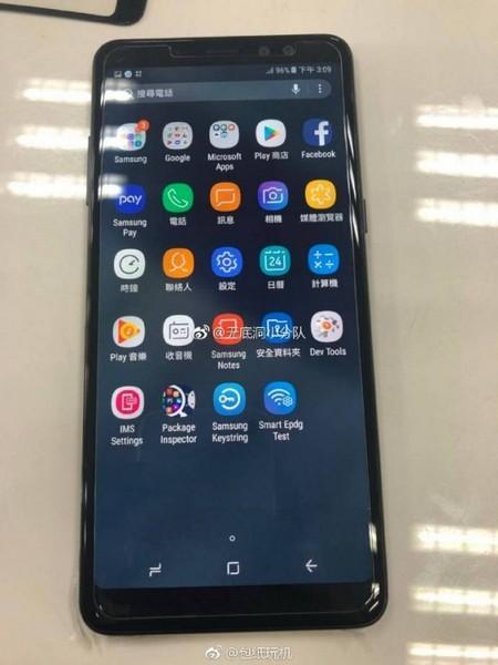 Смартфон Galaxy A8+ предстал на «живых» фото