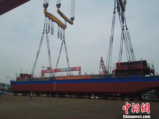 В Китае появился электрический грузовой корабль