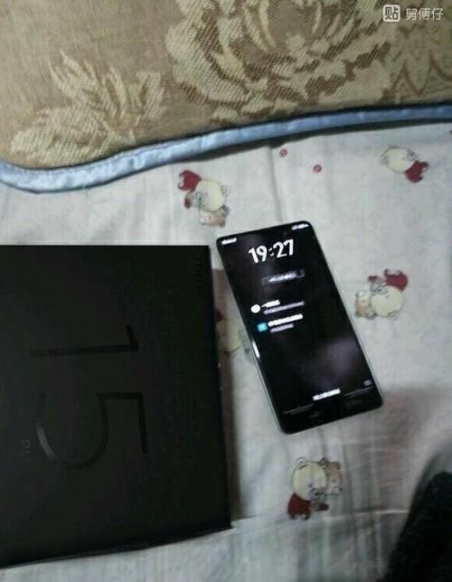 Первые изображения смартфона Meizu 15 Plus дают представление о его главной особенности