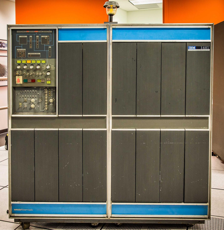 Рисунок 2. IBM 1401. См. также .