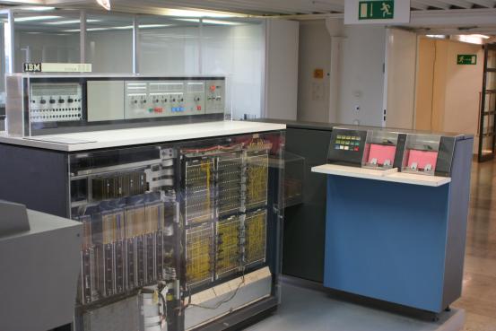 Рисунок 3. IBM System/360 Model 20 в Немецком музее.