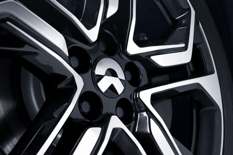 Китайская компания NIO представила электровнедорожник c ценой в два раза ниже, чем у Tesla Model X - 4
