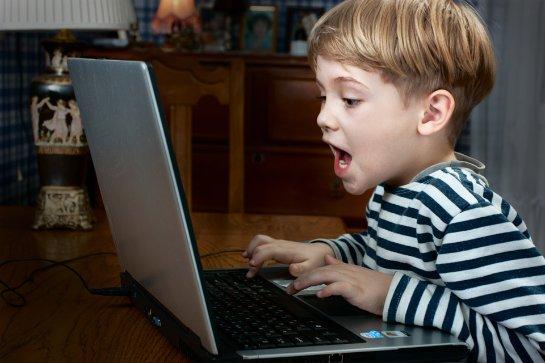 Ученые рассказали, что пребывание детей у компьютера не всегда вредно
