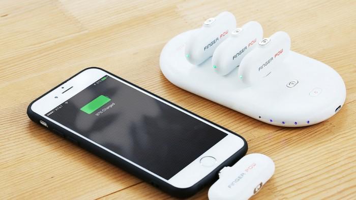 Портативный аккумулятор FingerPow включает базовую станцию и четыре зарядных блока