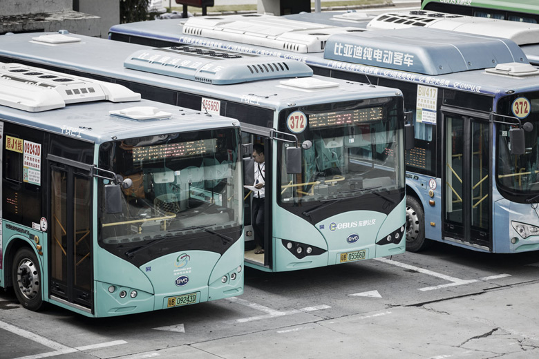 На углеводородном топливе работают только 634 автобуса экстренных служб