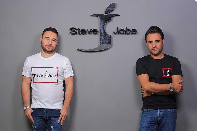 Steve Jobs — итальянская компания, выпускающая одежду
