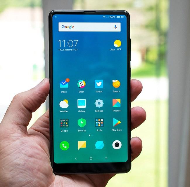 Поставки панелей для полноэкранных смартфонов в этом году должны превысить 900 млн единиц