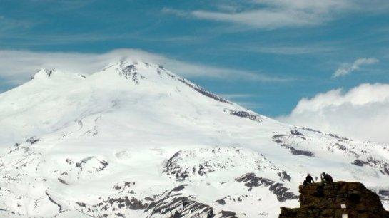В кавказских горах обнаружили странный объект