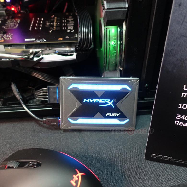 Твердотельный накопитель Kingston HyperX Fury RGB украшен подсветкой