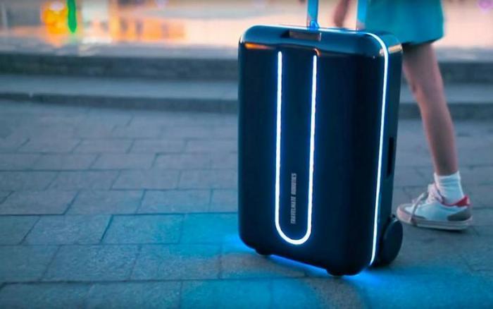 Xiaomi показала робот-чемодан, который следует за своим владельцем