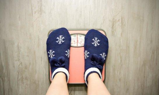 Специалисты рассказали, по каким причинам зимой накапливается вес