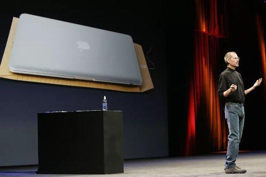 Стив Джобс изменил будущее ноутбуков 10 лет назад
