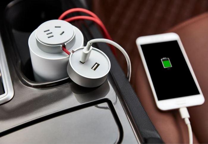 Автомобильное зарядное устройство Xiaomi Mi Car Inverter стоит $31
