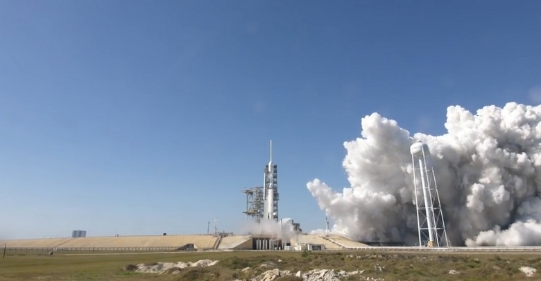 Falcon Heavy успешно прошла процедуру тестирования всех двигателей