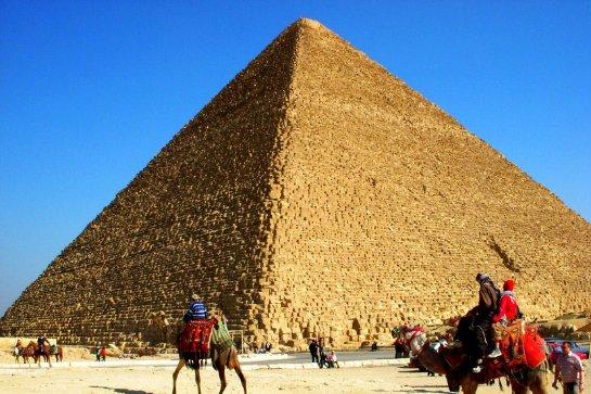 Учеными было доказано, что египетские пирамиды построили именно люди