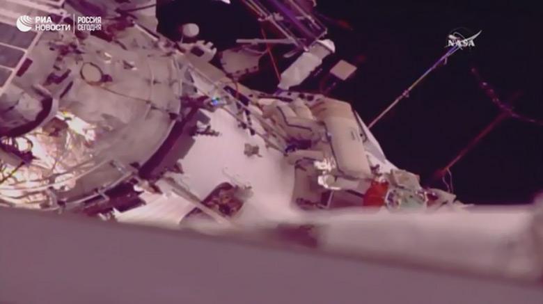 Александр Мисуркин и Антон Шкаплеров установили новый мировой рекорд пребывания в открытом космосе