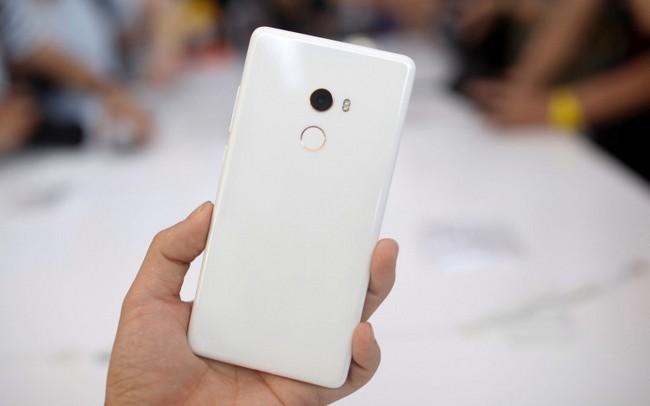 Xiaomi существенно опустила цену на смартфон Mi Mix 2, намекая на скорый анонс Mi Mix 2S