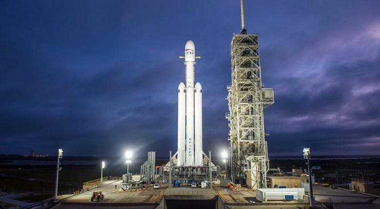 Falcon Heavy совершила свой первый полёт