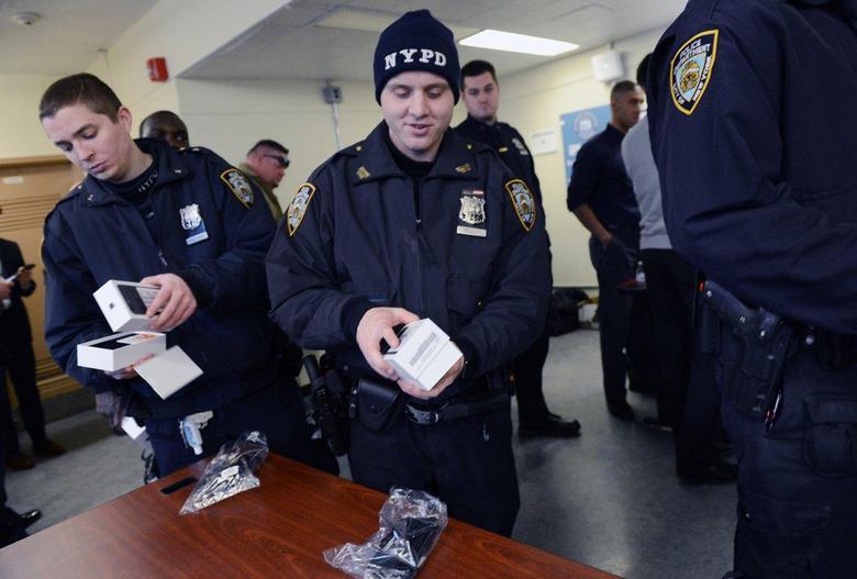 Полиция Нью-Йорка начала получать новые смартфоны Apple
