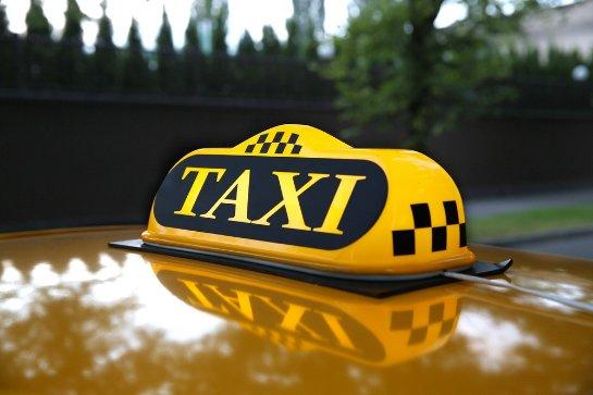 Ученые рассказали, почему женщины-таксисты зарабатывают меньше мужчин