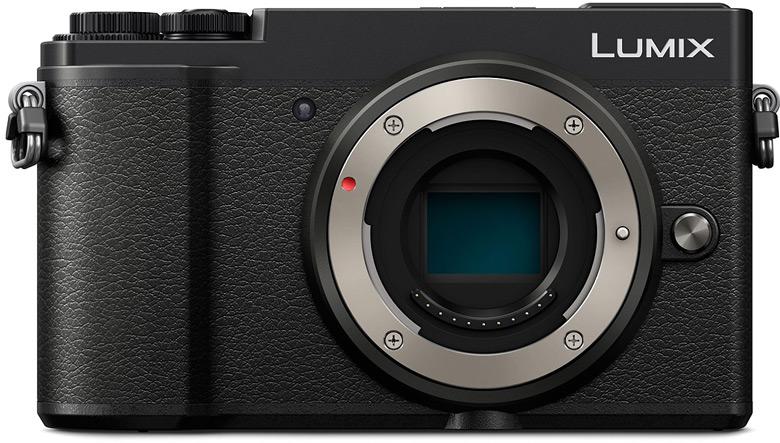 Камера в комплекте с объективом, охватывающим диапазон фокусных расстояний 12-60 мм при максимальной диафрагме F/3,5-F/5,6, стоит $1000