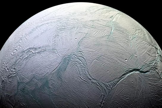 Микробы, обнаруженные в океане Энцелада, могут размножатся у спутника Сатурна
