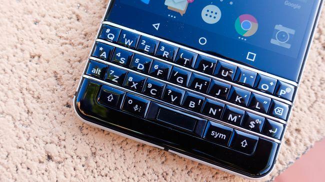 В 2017 году продано 850 тыс. смартфонов BlackBerry
