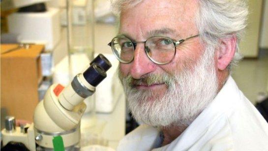 Умер известный исследователь генов сэр Джон Сулстон