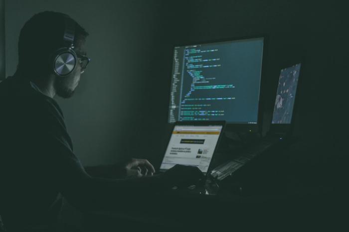 Вынесен приговор Российским хакерам, атаковавшим американские биржи - 1
