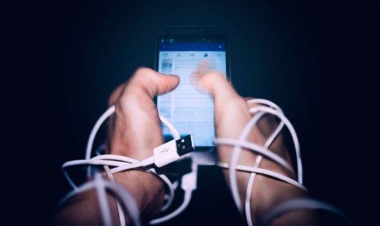Ученые поняли, почему происходит зависимость от социальных сетей