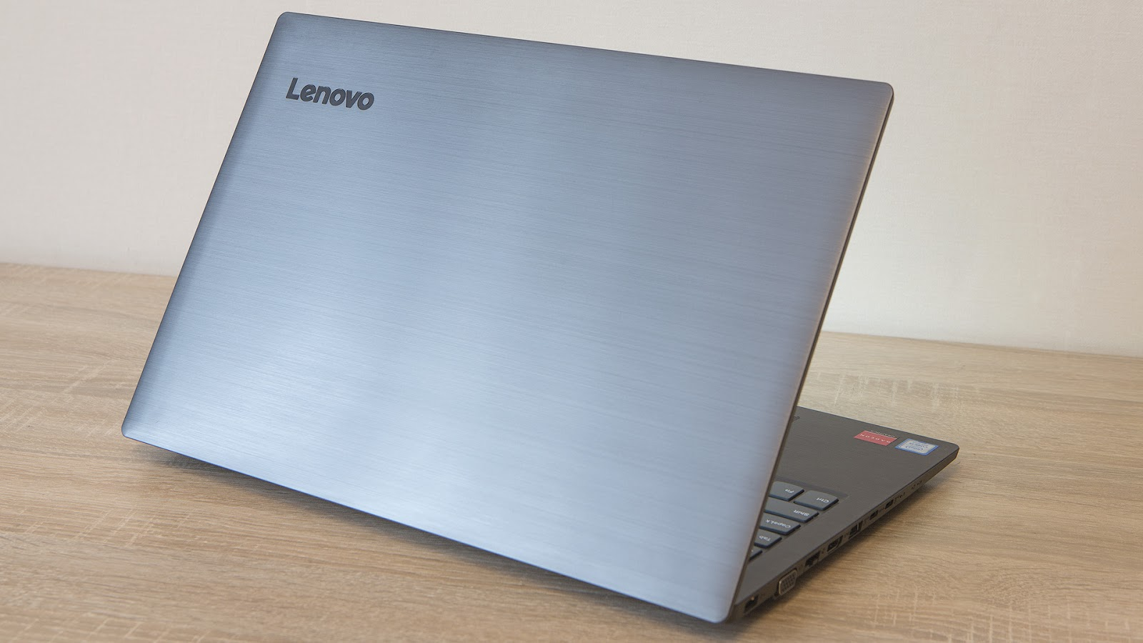 Обзор ноутбука Lenovo V330-15: надёжный офисный трудяга - 1
