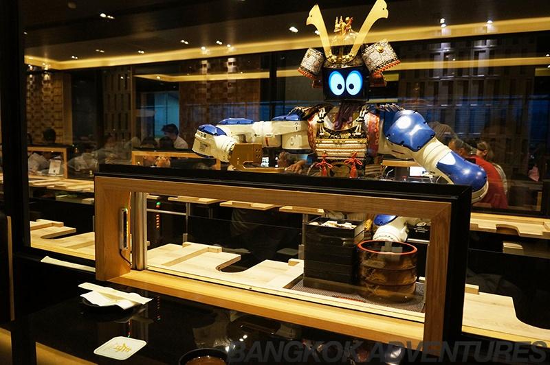 «Приятного аппетита, землянин». Рестораны, где вас накормят роботы - 3