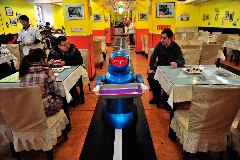 «Приятного аппетита, землянин». Рестораны, где вас накормят роботы - 5