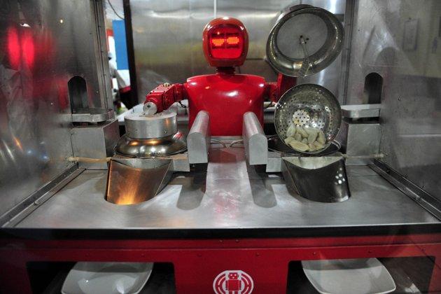 «Приятного аппетита, землянин». Рестораны, где вас накормят роботы - 6