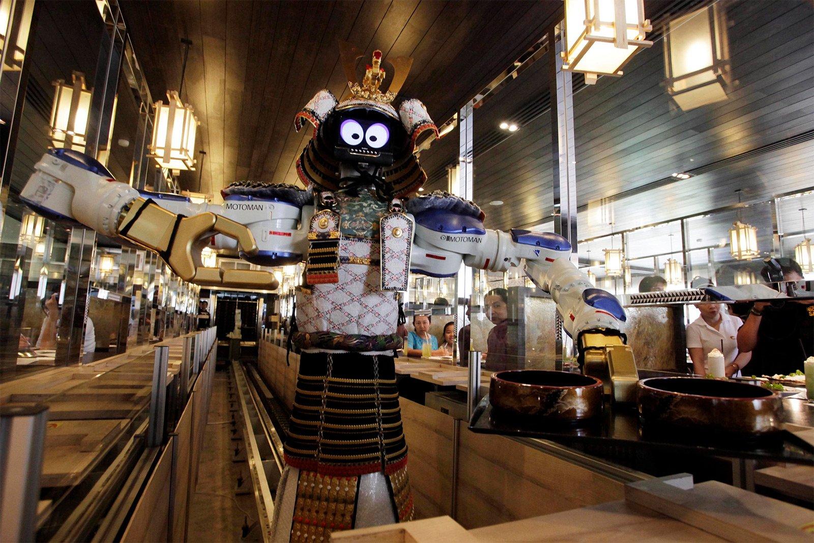«Приятного аппетита, землянин». Рестораны, где вас накормят роботы - 1