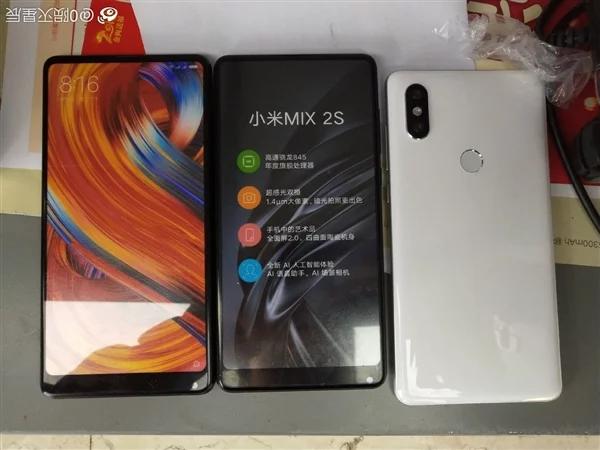 Реальные фотографии демонстрируют, что Xiaomi Mi Mix 2S практически не отличается от своего предшественника