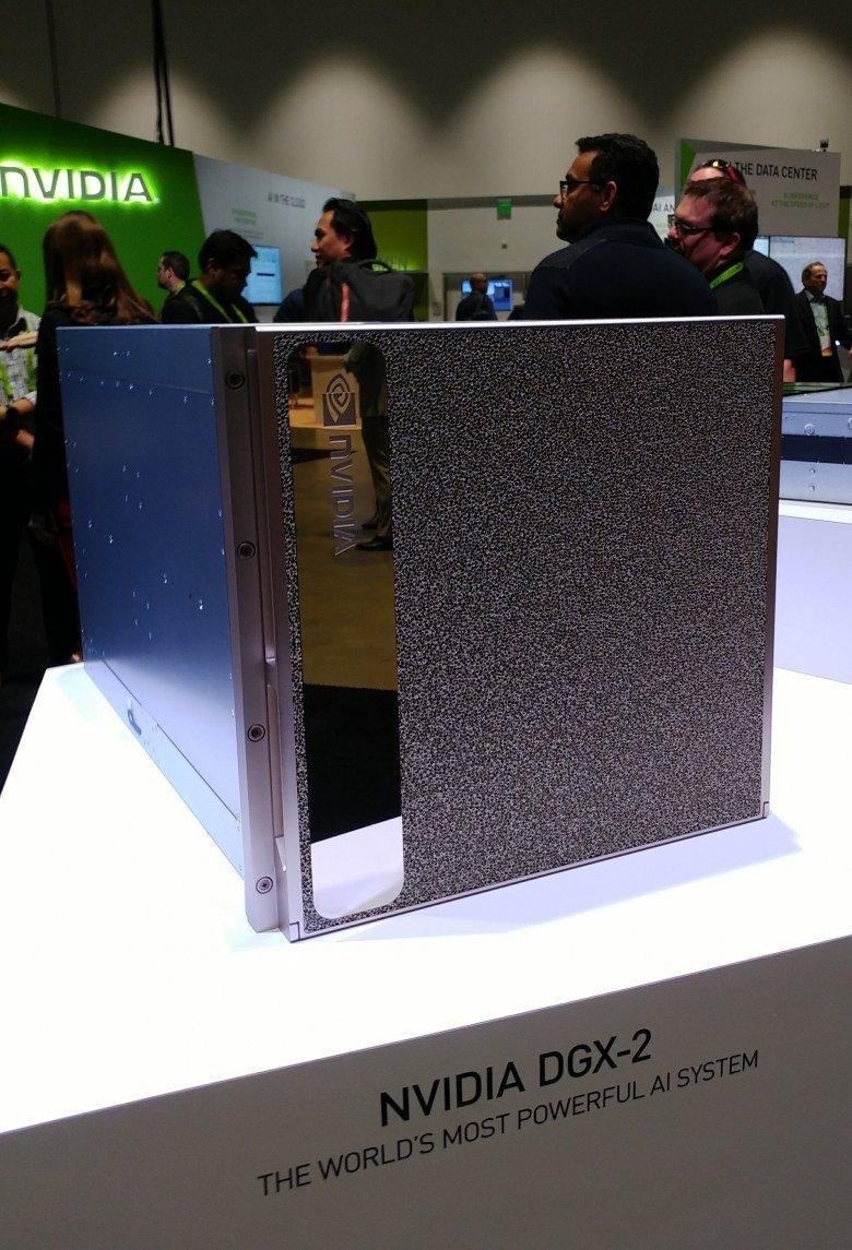 Сервер для задач глубокого обучения Nvidia DGX-2 построен на GPU Tesla V100