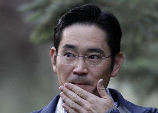 Фактический лидер Samsung Electronics заработал $820 тыс. в прошлом году, проведя большую его часть в тюрьме