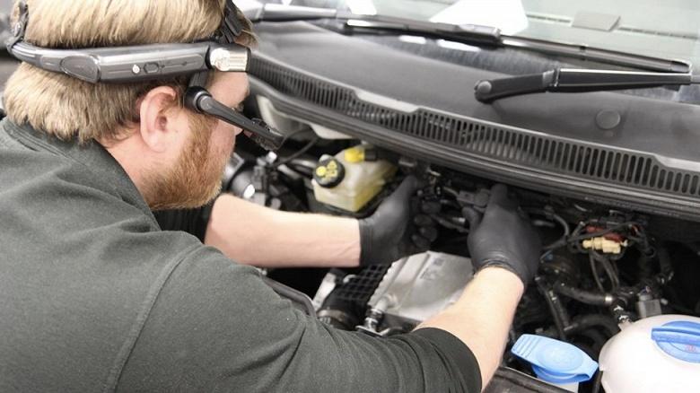 Volkswagen попробует ускорить техобслуживание и ремонт автомобилей, используя гарнитуры дополненной реальности RealWear HMT-1
