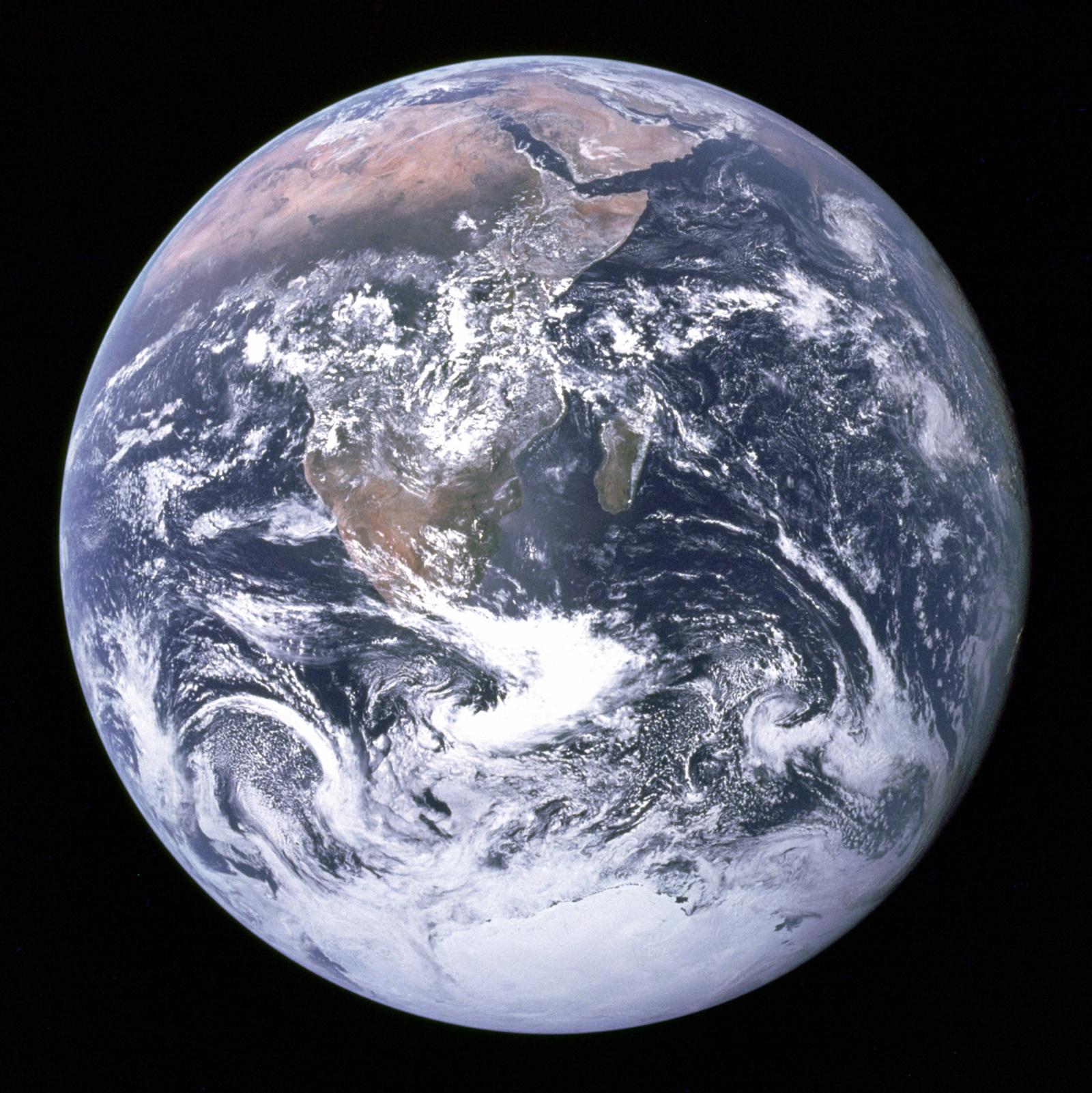 Почему на космических фотографиях не видно звёзд? - 7