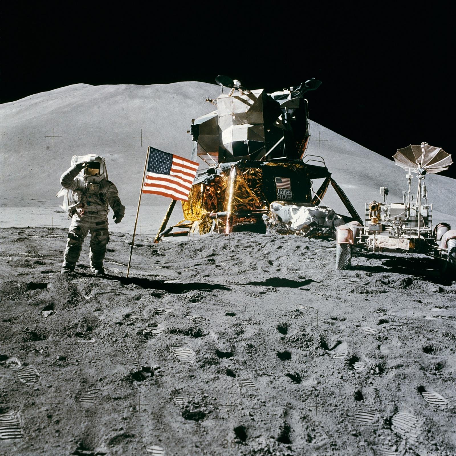 Почему на космических фотографиях не видно звёзд? - 8