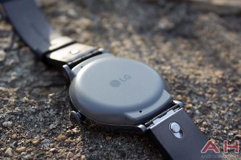 LG готовится представить умные часы Watch Timepiece, которые будут совмещать полноценный экран с механическими стрелками - 1