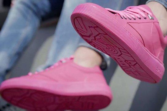Ученые создали кроссовки из переработанной жевательной резинки