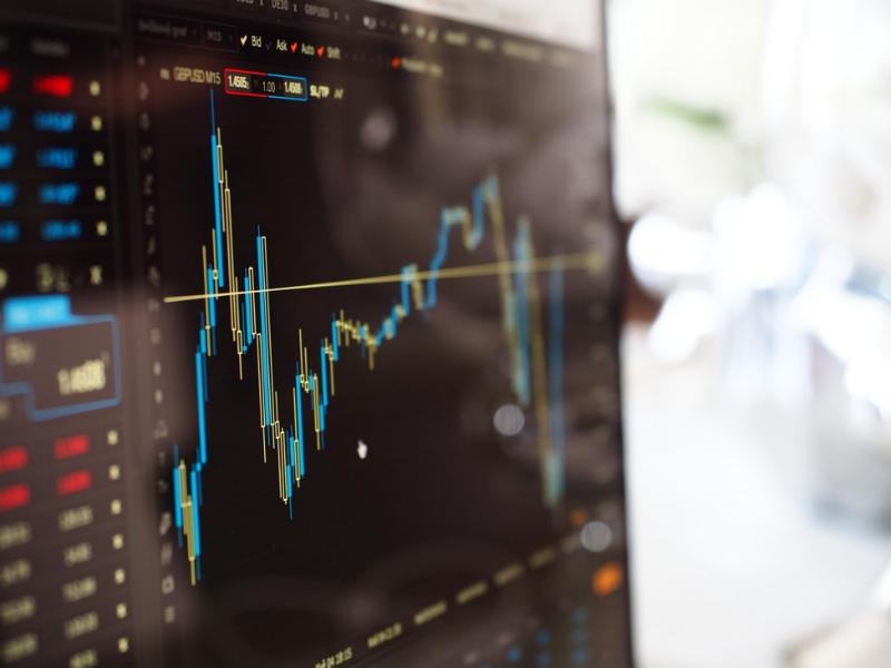 Разрабатываем простую модель глубокого обучения для прогнозирования цен акций с помощью TensorFlow - 1