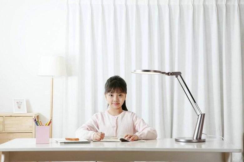 Настольная лампа Xiaomi Yeelight Eye Lamp Pro защищает глаза от синего света