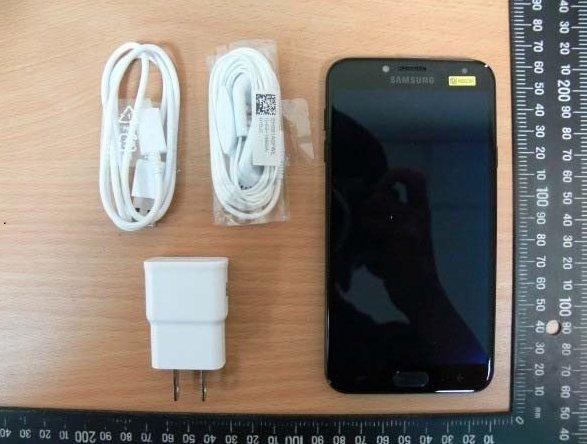 Появились фотографии смартфона Samsung Galaxy J4