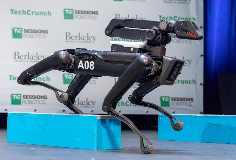 Роботы Boston Dynamics SpotMini в следующем году поступят в продажу