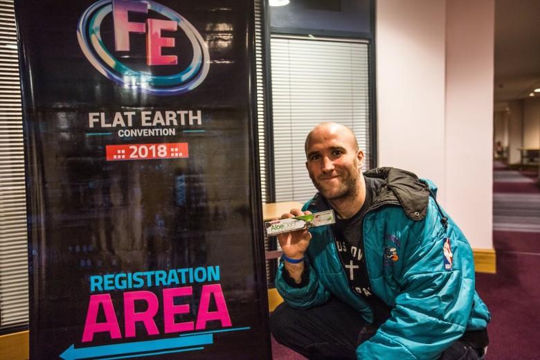 Репортёр Vice сходил на конференцию о плоской Земле - 1