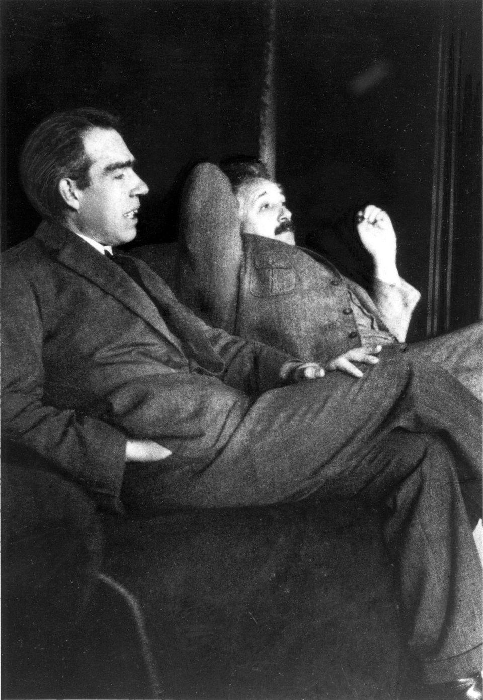 Три значения самого знаменитого уравнения Эйнштейна - 3