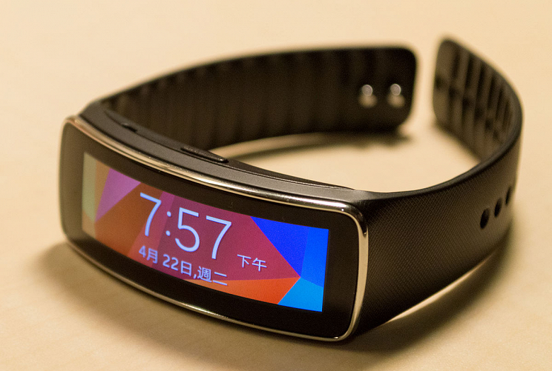 Новый фитнес-браслет Samsung может называться Fit Plus